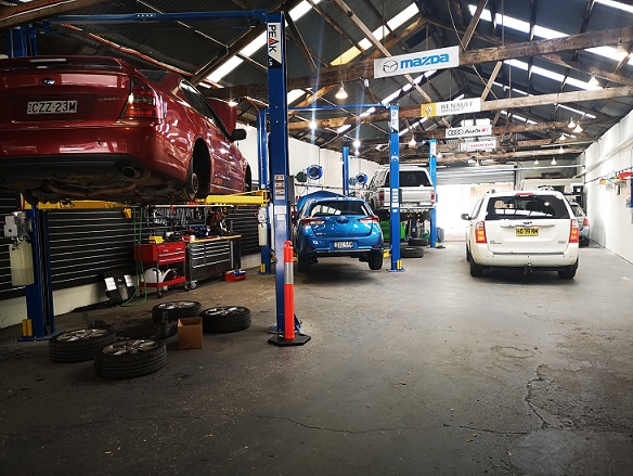 All makes & models car mechanics service & repairs Rosebery.